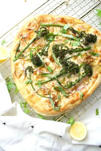 Restaurant-quality pizza with easy to find ingredients - this Broccolini & Shallot Vegan White Pizza is loaded with seasoned white sauce, crispy shallots and perfectly cooked broccolini | ThisSavoryVegan.com #vegan #veganpizza