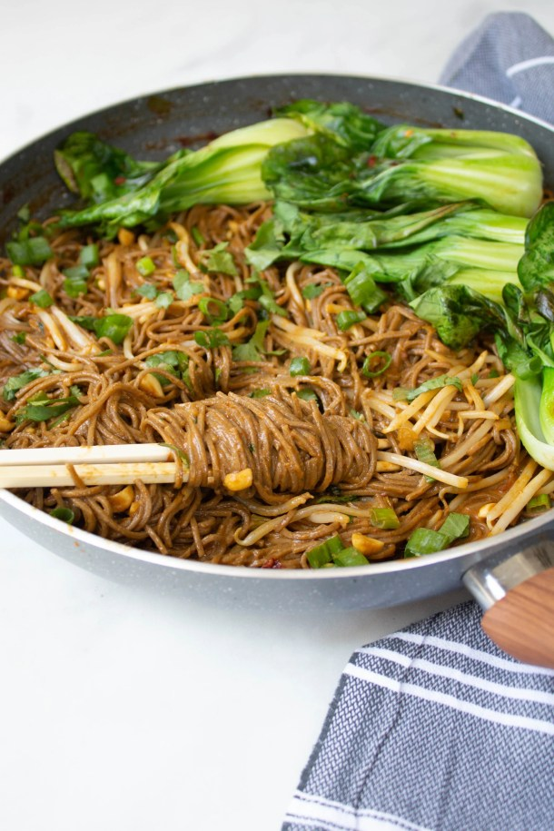 Your new favorite quick vegan noodle dinner is here - Spicy Garlic Soba Noodles with Bok Choy. So simple, so tasty, so savory | ThisSavoryVegan.com #thissavoryvegan #vegan #vegannoodles