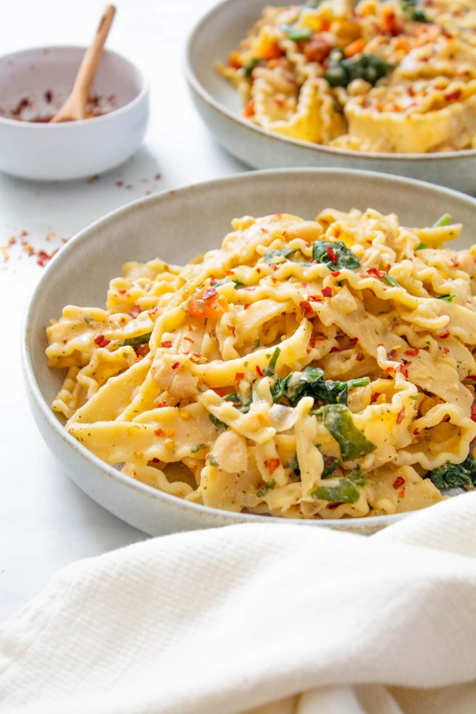 This Creamy Vegan White Bean Pasta requires just a few staple ingredients and is easy to adjust based on what you have on hand | ThisSavoryVegan.com #thissavoryvegan #veganpasta #simplevegandinner