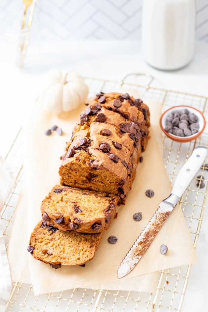 This Vegan Pumpkin Banana Bread is the perfect breakfast or snack. It is sweetened naturally with maple syrup and made extra tasty with chocolate chips | ThisSavoryVegan.com #thissavoryvegan #veganpumpkinbread #pumpkinbananabread