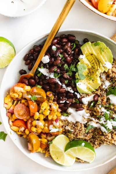 These Simple Mexican Quinoa Bowls are a great weeknight dinner or meal prepped lunch. Served with a Chipotle Cilantro Vinaigrette | ThisSavoryVegan.com #thissavoryvegan #quinoarecipes #veganmealprep