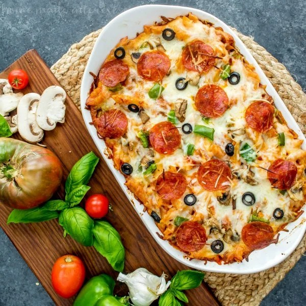 Are you feeling lazy tonight momma? Here are 11 crazy easy, budget friendly lazy weeknight dinners that you gotta try. Delicious, healthy and above all EASY! These easy dinner ideas are perfect for a lazy weeknight dinner. lazy mom meals   easy dinner ideas   easy dinner   busy mom dinners   simple dinner ideas for busy moms