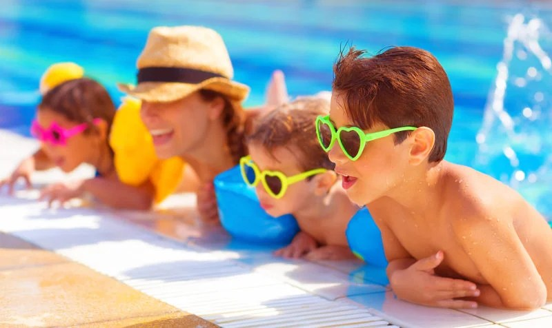 Are you looking to to save money and have a blast with your kids this summer? Here are 3 genius tips to save money and have fun this summer at a fraction of the cost. #summeractivitiesforkids #affordablesummeractivitiesforkids #summerbucketlistforkids #budgetfriendlyactivitiesforkids #summeractivitiesfortoddlers