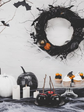 40 Best DIY dollar store Halloween Decoration Ideas to make your Halloween extra spooky without spending a fortune #HalloweenDecorations #DIYHalloweenDecorations #DIYHalloweenDecor #DIYHalloween #DIYHalloweenDecorations #DIYHalloweenDecorationsCheap #DIYHalloweenDecorationsScary #DIYHalloweenDecorationsForInside #DIYHalloweenDecorationsOutdoor #DIYHalloweenDecorationsEasy #DIYHalloweenDecorationsDollarStore #DIYHalloweenDecorationsForParty #DIYHalloweenDecorationsCute #DIYHalloweenDecorationsWIndow