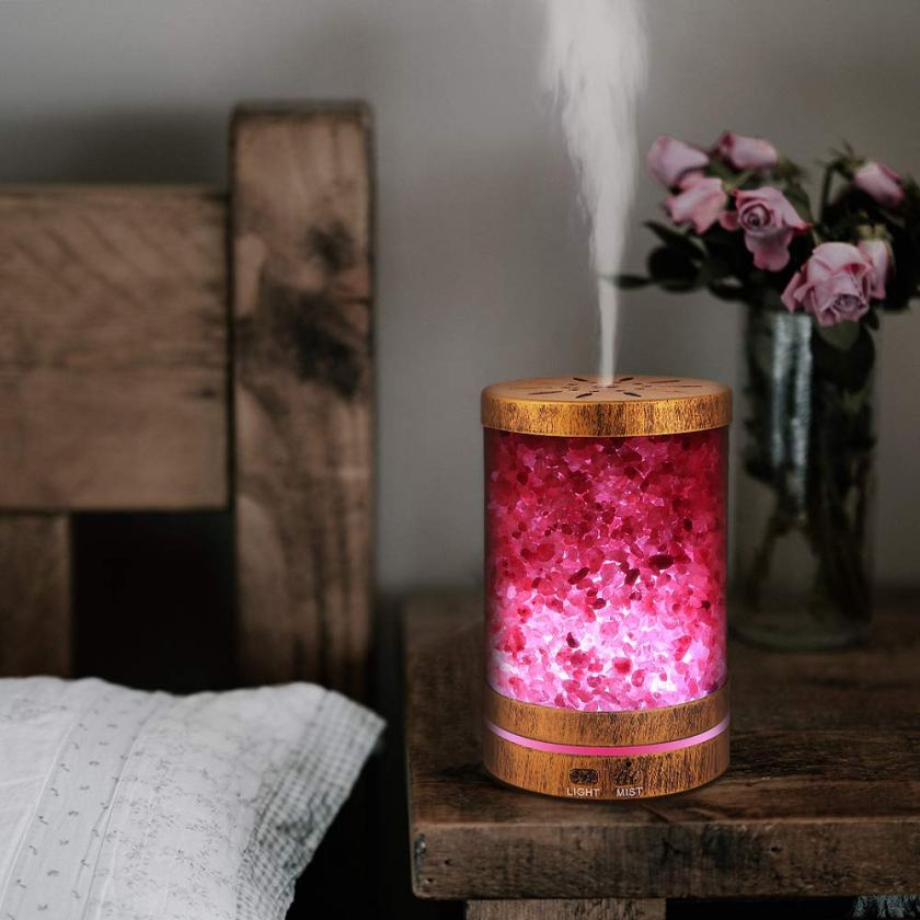 These 10 Genius scent hacks will make your house smell fabulous for the holidays! These 10 ways to make your house smell like Christmas are hand down the easiest and best way to make your house smell amazing and get you into the festive spirit. #smellhacks #smellhacksforhome #smellhacksDIY #smellhackshouses #smellhackshome #smellhackstips #smellhackssimple #scenthacks #scenthackschristmas #smellhackchristmas #easyscenthacks #simplescenthacks #waystomakehousemsellgood #waystomakehousesmellgooddiy #waystomakehousesmellgoodnatural #waystomakehousesmellgoodessentialoils #christmasscents #christmasscenthacks #christmassmellhacks