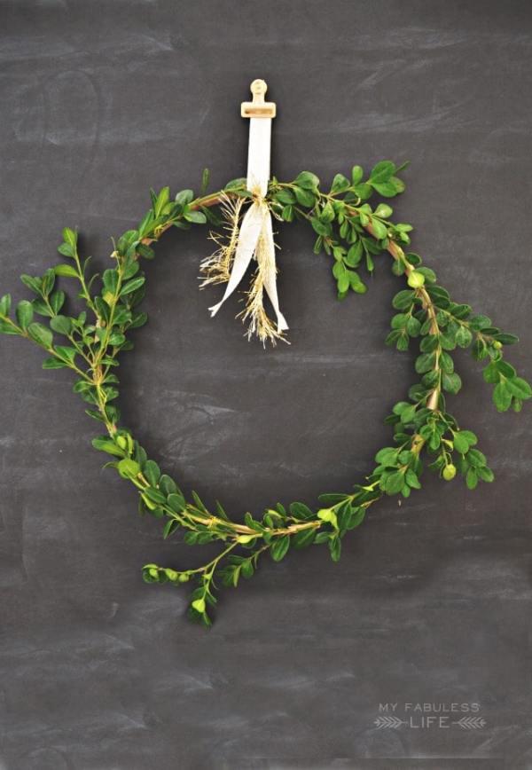 15 Perfect DIY Farmhouse Christmas Wreaths