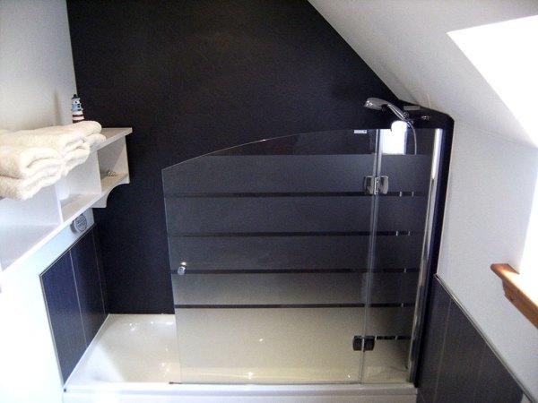 Red Squirrel Bath Room & Shower