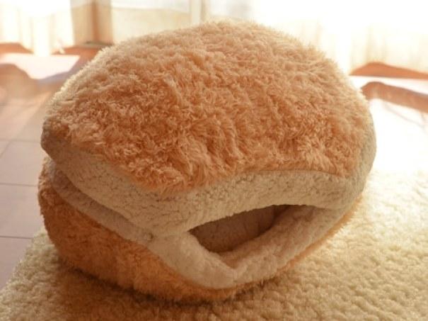 cat-burger-bed-maru-1