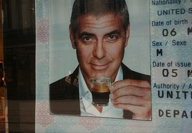 """George Clooney travel hacking and flying for free """"Up in the air"""""""