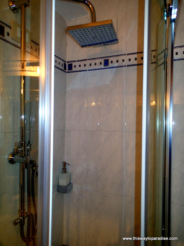 Shower at B & B SoleMare