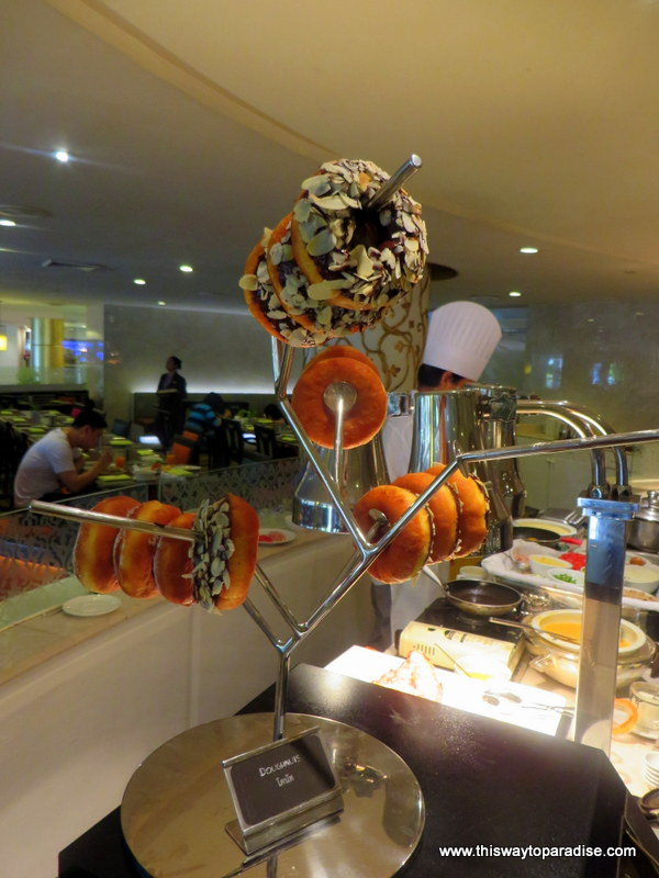 http://bk.asia-city.com/restaurants/bangkok-restaurant-reviews/eat-sight-story