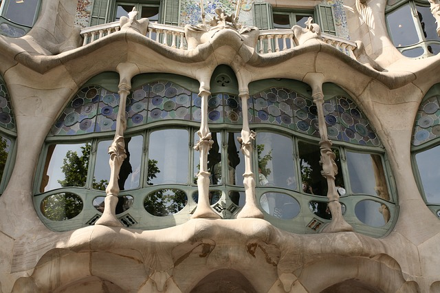 the best places to travel alone barcelona