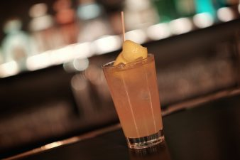 Ein Cocktail in der Bar Forty Drops in Düsseldorf