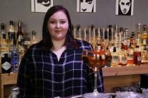 Bartenderin Theresa Basel in der Ostbar in Bamberg