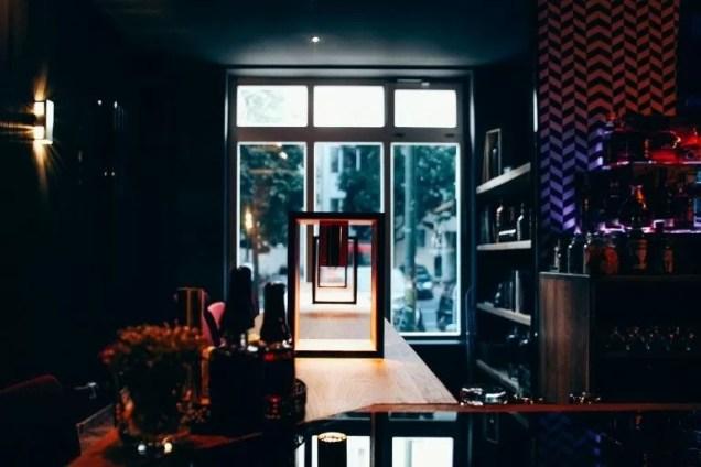 Einblick in die Stairs Bar in Berlin