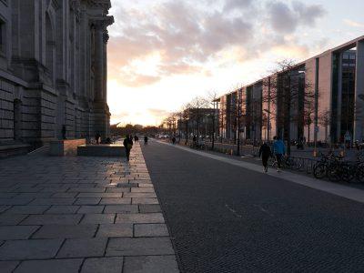 neben dem Reichstag