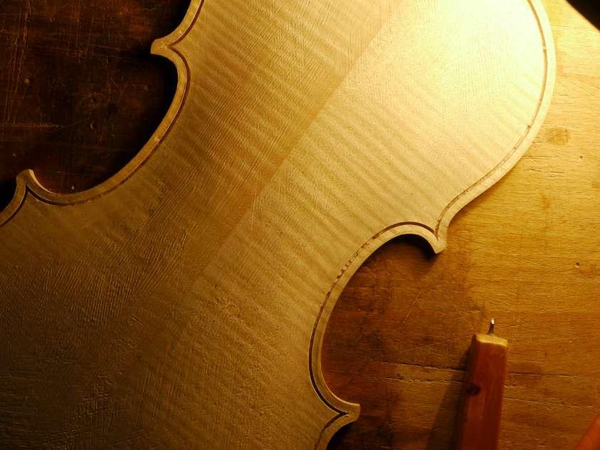 """Résultat de recherche d'images pour """"violon en cours de fabrication"""""""