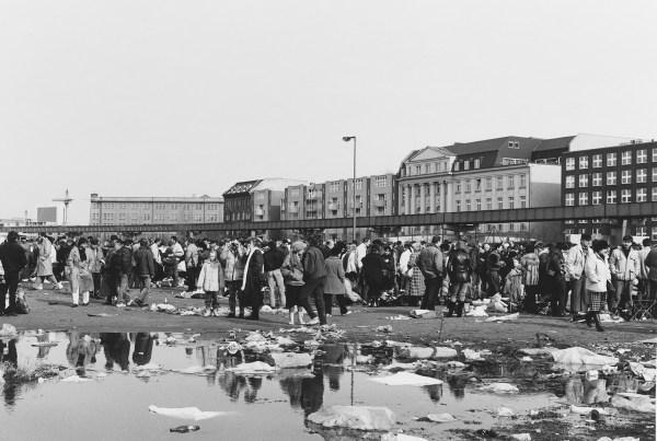 Auf dem Flohmarkt, Potsdamer Platz 1990