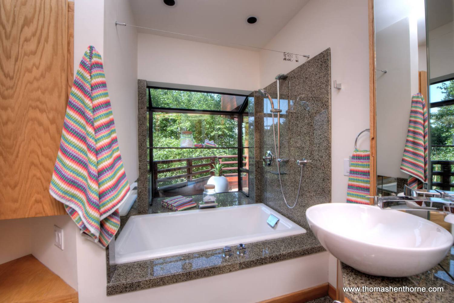 bathroom with vessel sink