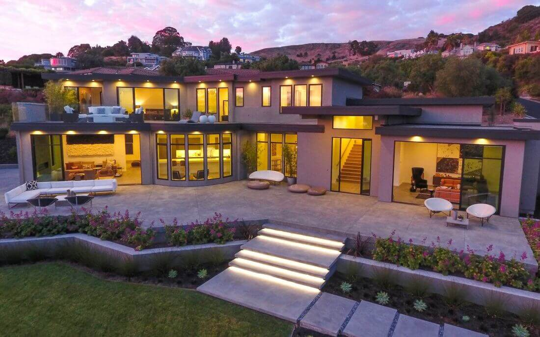 Front of 21 Gilmartin Drive in Tiburon at Dusk