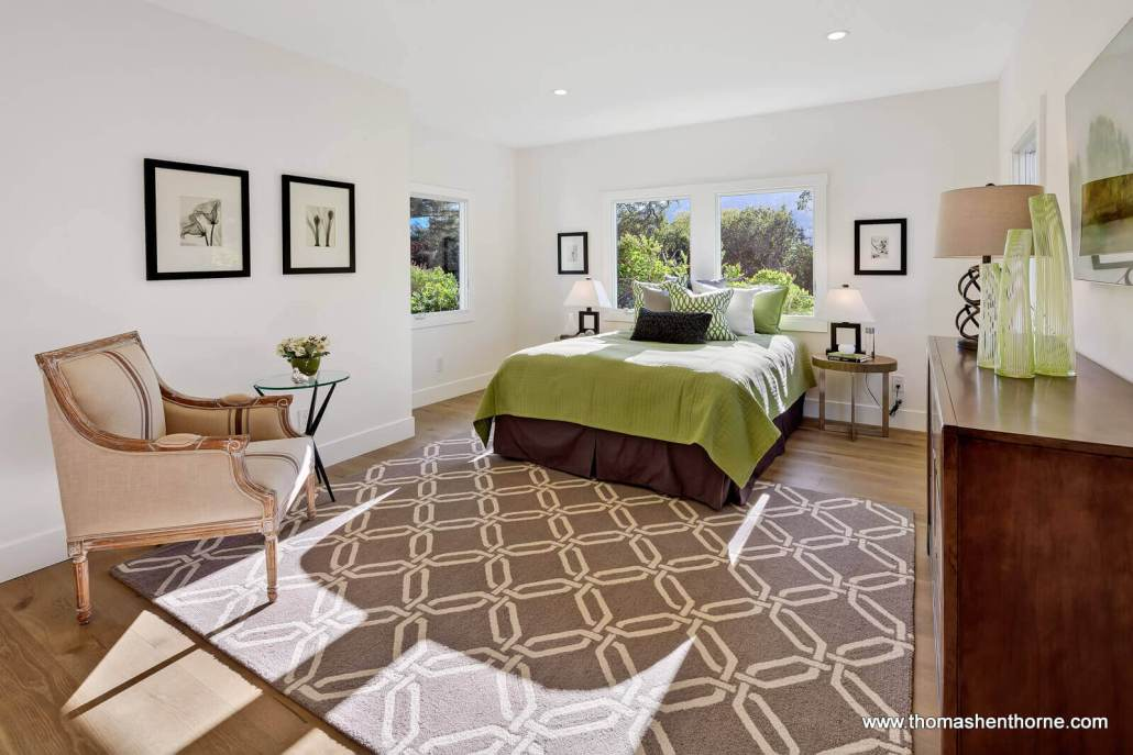 Bedroom with bed and green bedspread