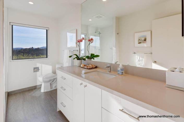 Bathroom counter with Caesarstone top
