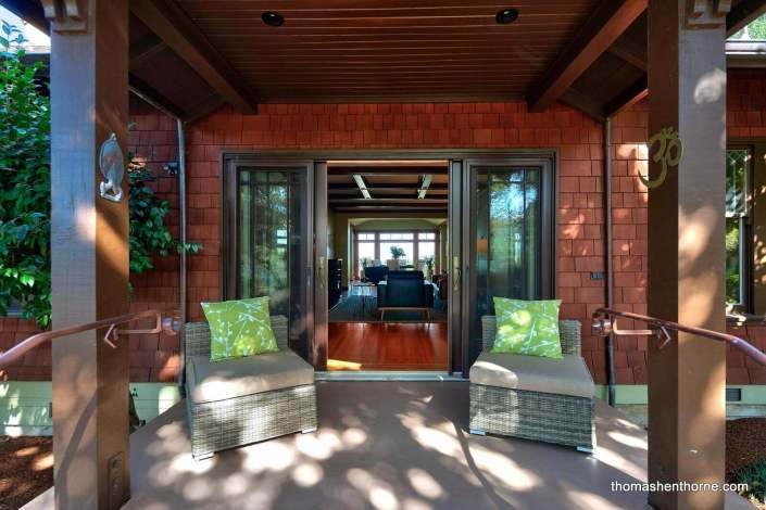 Front entry to modern craftsman home