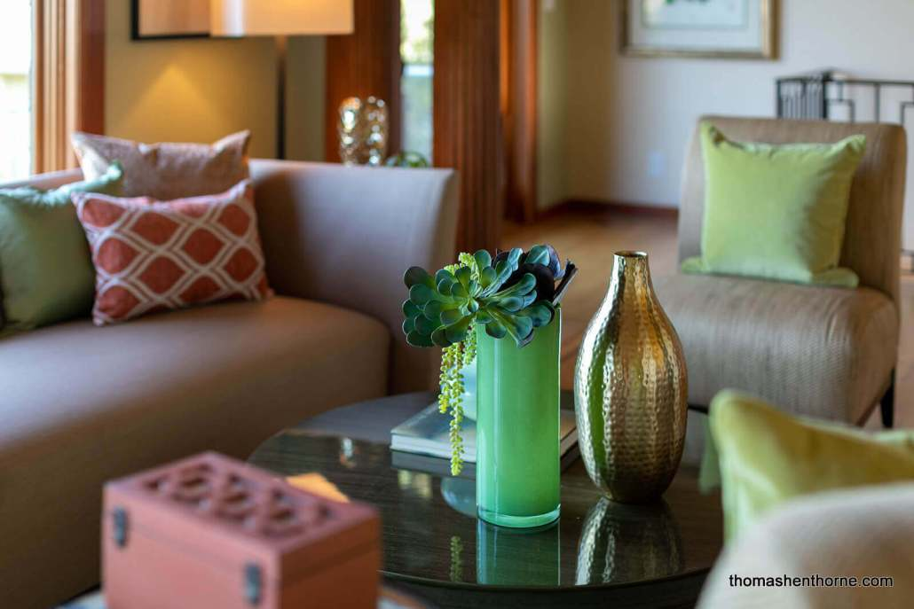 Coffee table with vases