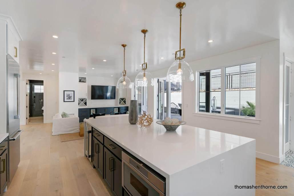 Large center island in modern kitchen