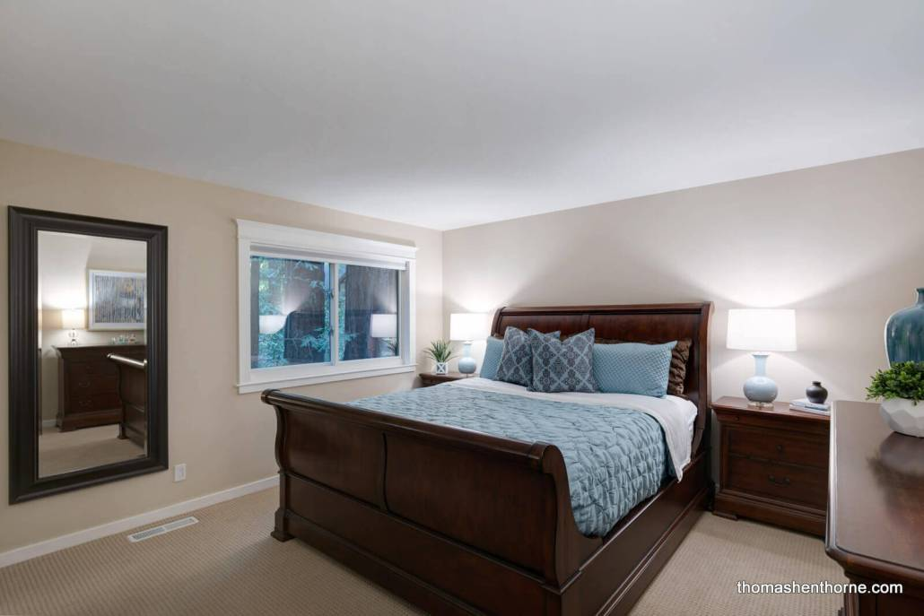 Bedroom with sleigh bed