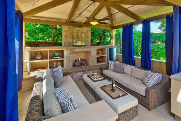 1926 Oak Circle Yountville Outdoor Living Room
