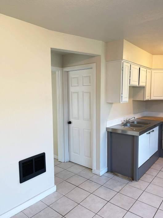 3005 Maryanna Drive Unit 3 kitchen and hall