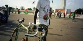 Ein Sankarist auf dem Place de la Nation. Thomas Sankara war begeisterter Rennradfahrer