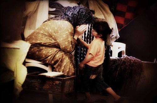Enkelin und Großmutter: Flüchtlinge aus Syrien © Tom Rübenach