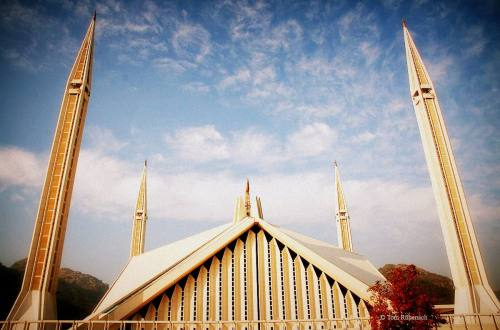 King Faisal Mosque Islamabad, Pakistan © Tom Rübenach