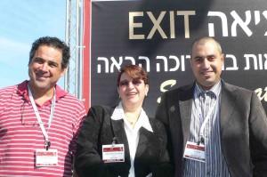 Assaf Paz, à droite, son frère et son beau-frère.