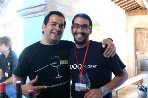 Adria Pérez, à droite, avec son pote, le Lausannois Frédy Torrès, ex-DJ reconverti dans le vignoble et qui a fait un stage chez René Barbier.