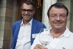 Gilles Besse, juste derrière Willy Klinger, l'homme fort des vins autrichiens. (Photo Hanspeter Siffert)