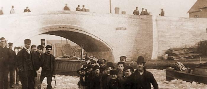 Ice breaker Bridgewater canal old London Bridge thorn marine