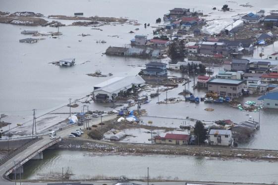 destroços do tsunami