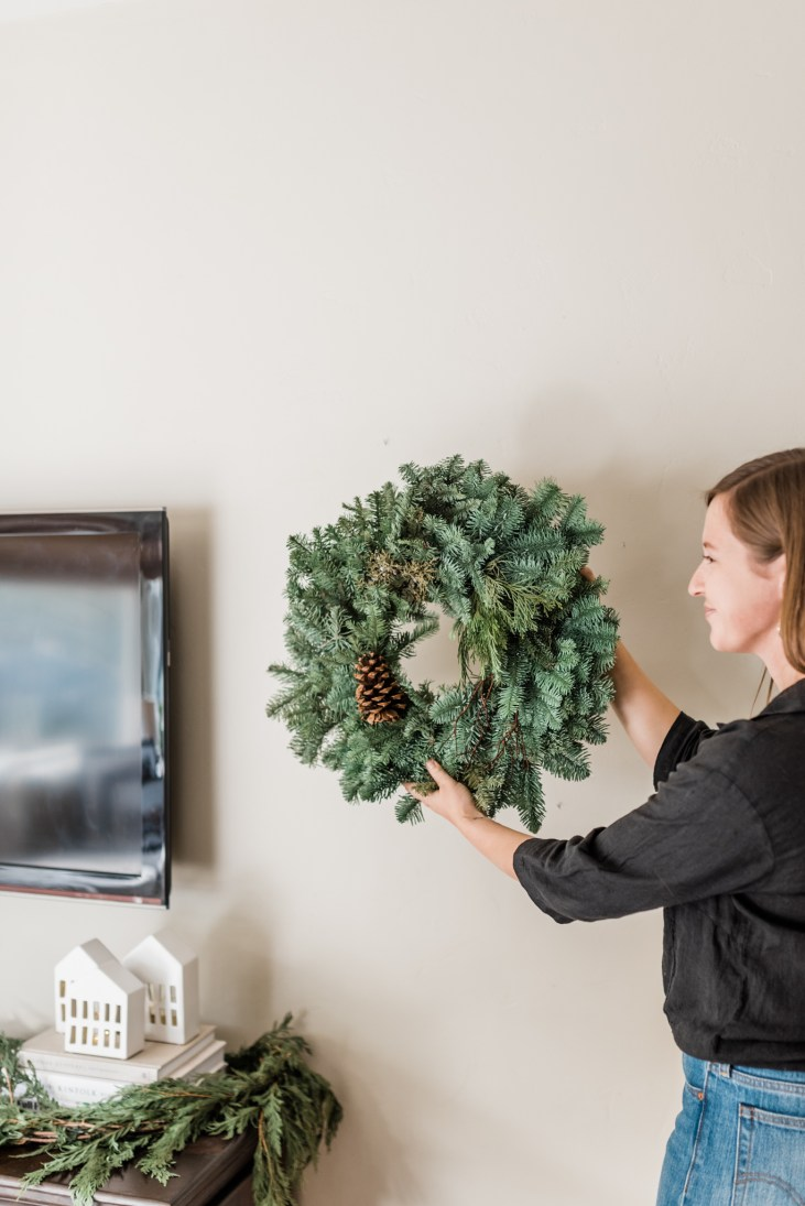 5 tips for holiday decor SMALL SPACES with Hope from Olive and Oak Interiors2-9