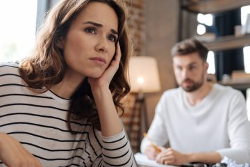 4 Signs Your Marriage Might Be On The Rocks