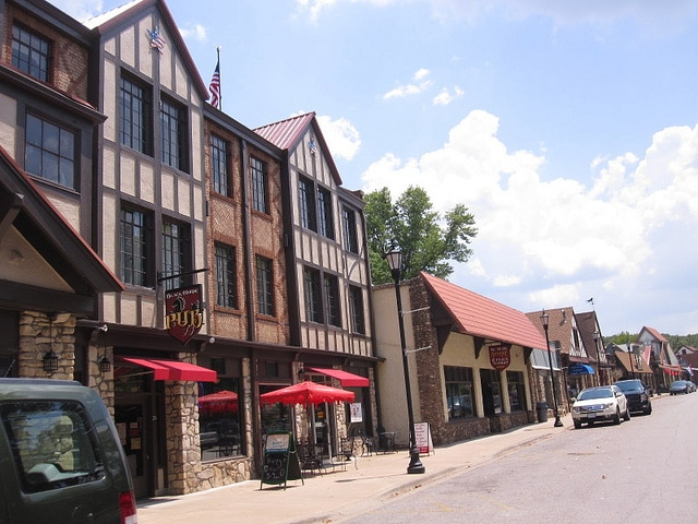 downtown-hollister-missouri