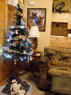 branson-cabin-christmas