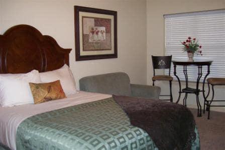 queen-branson-suites-bed