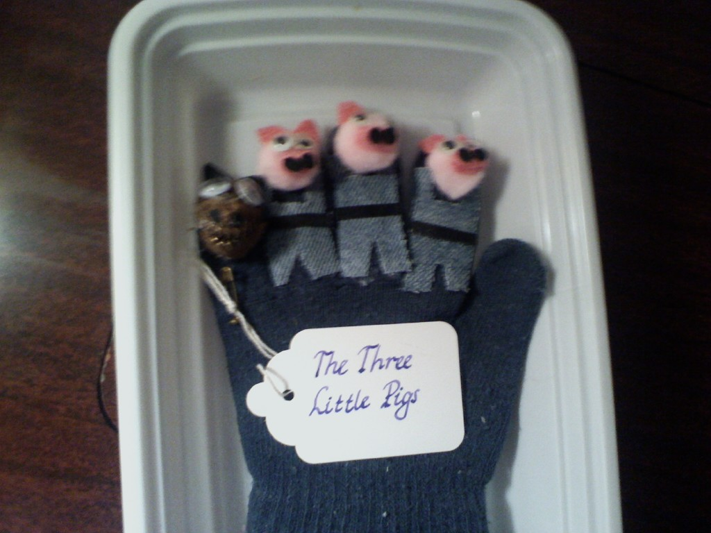 Finger Puppet: Three Little Pigs