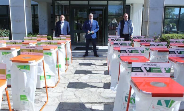 Παράδοση κάδων εσωτερικής ανακύκλωσης στους Δήμους Ελευσίνας και Μάνδρας-Ειδυλλίας