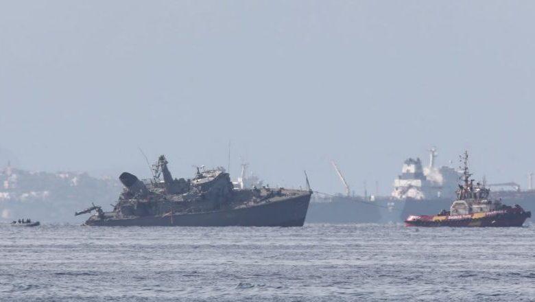 Πρόσκρουση πλοίου του Πολεμικού Ναυτικού με εμπορικό στον Πειραιά