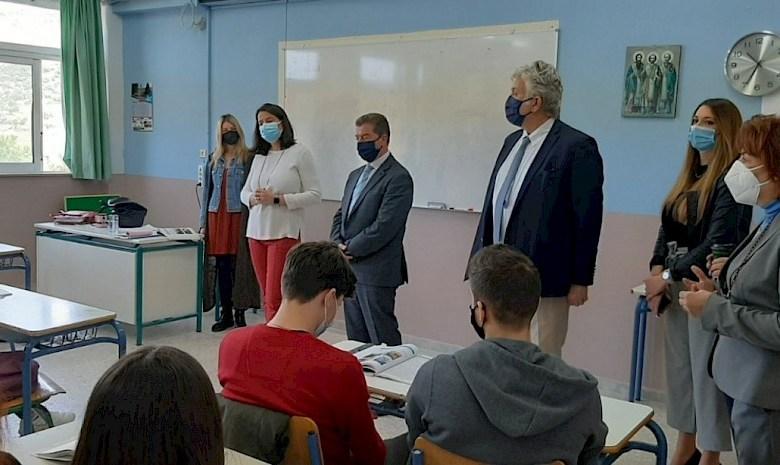 Επίσκεψη της Υπουργού Παιδείας Ν. Κεραμέως στο Λύκειο Μάνδρας