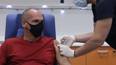 Βαρουφάκης: Εμείς λέμε ένα τεράστιο «ναι» στο εμβόλιο